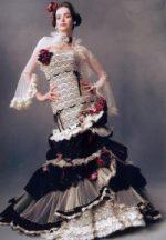 ニューブライダル花嫁の館 〔美容室 エイチ・エア ファクトリー 野洲〕 華やかなフリルのドレス